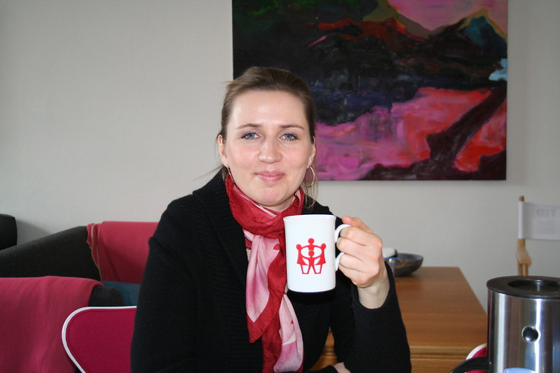 Mette Frederiksen Dänemark - Jakob Horn Mette Frederiksen Beskæftigelsesminister Mette Frederiksen drikker kaffe. - CC BY 2.0
